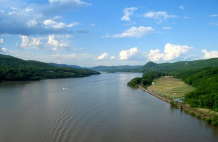Hudson_river_from_bear_mountain_bridge